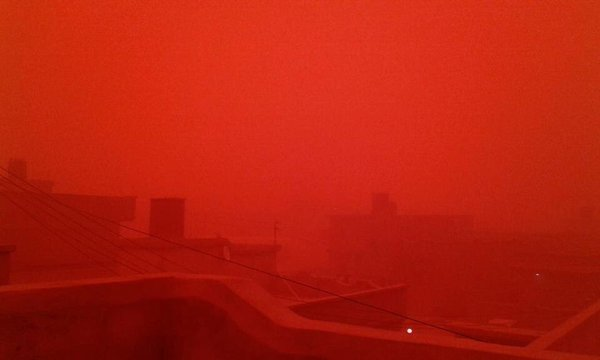 red sandstorm libya, red sandstorm libya january 2016, city turns blood red during sandstorm in Libya, lybia red sandstorm pictures, libya red sandstorm pictures january 2016, The sky turned blood red as a sandstorm engulfed the city of Tobruk in Libya