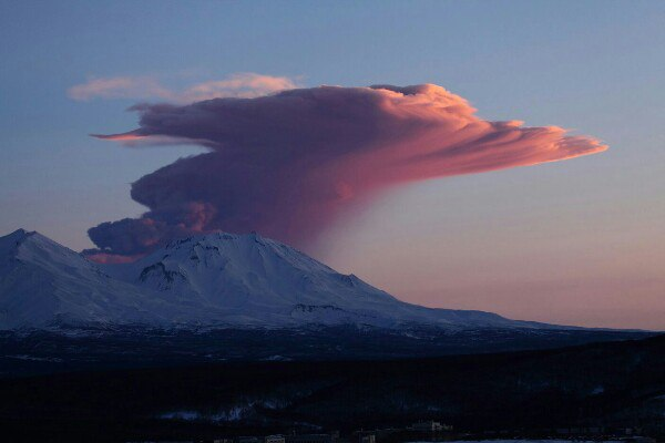 Kamchatka Zhupanovsky volcano eruption 2016, Kamchatka Zhupanovsky volcano eruption february 2016, Kamchatka Zhupanovsky volcano eruption february 12 2016, Kamchatka Zhupanovsky volcano eruption february 2016 photo