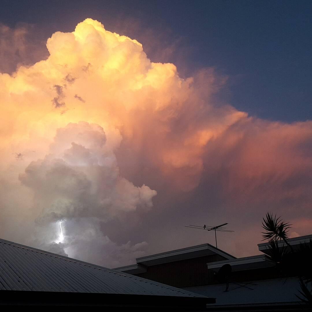 brisbane storm, brisbane storm february 2016, apocalyptical brisbane storm pictures, lightning storm brisbane video, lightning storm brisbane pictures video february 1 2016