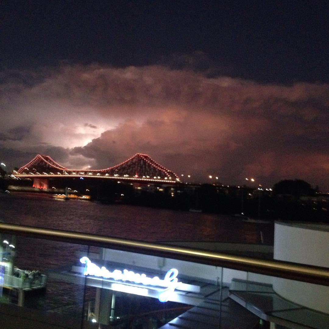 brisbane storm, brisbane storm february 2016, apocalyptical brisbane storm pictures, lightning storm brisbane video, lightning storm brisbane pictures video february 1 2016