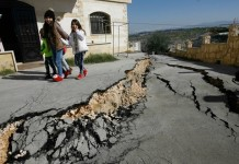 fissure lebanon, lebanon mysterious cracks, lebanon cracks, lebanon fissure, mysterious fissures frighten residents of Bissarieh, crack Bissarieh lebanon, state of emergency lebanon fissure crack