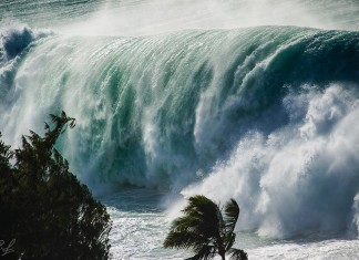giant wave hawaii, ocean surge hawaii, Giant Waves Lash Hawaii Oceanfront Homes In Historic Surf Event, historic surf event hawaii february 2016, giant wave hawaii pictures, giant wave hawaii video