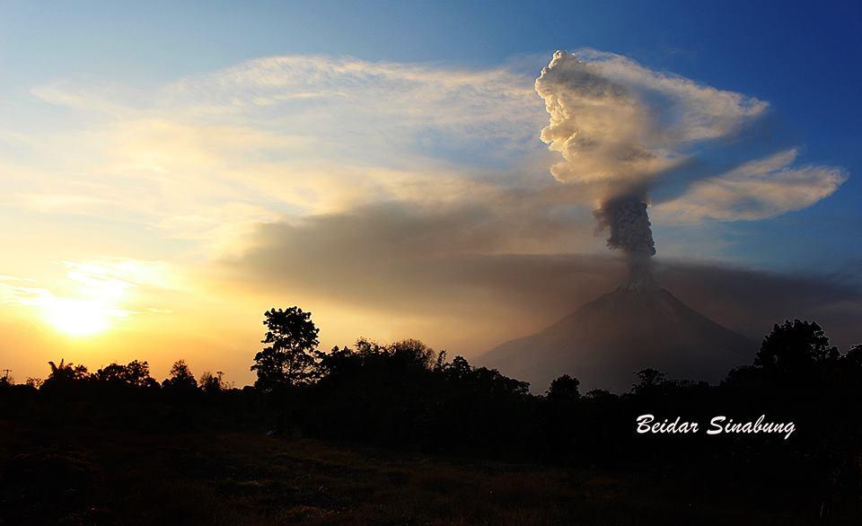 sinabung eruption, sinabung volcano eruption, sinabung eruption february 22 2016, latest volcano eruption february 2016, sinabung volcano eruption february 22 2016