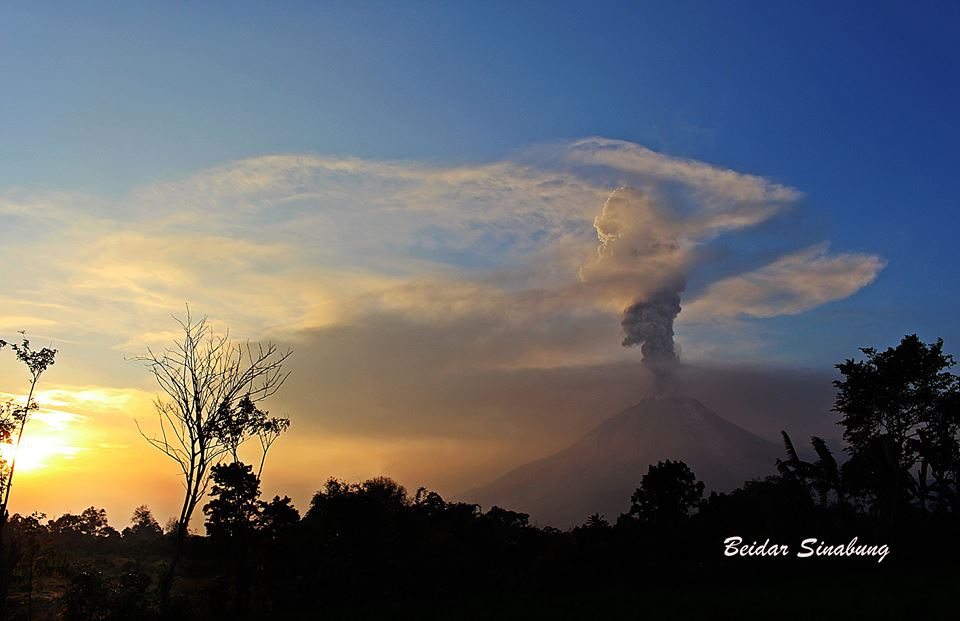 sinabung eruption, sinabung volcano eruption, sinabung eruption february 22 2016, latest volcano eruption february 2016, sinabung volcano eruption february 22 2016