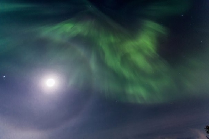aurora lunar halo, aurora lunar halo picture, aurora lunar halo march 21 2016, aurora lunar halo march 2016, aurora lunar halo photo march 2016, northern lights moon halo march 2016, moon halo aurora march 2016 pictures