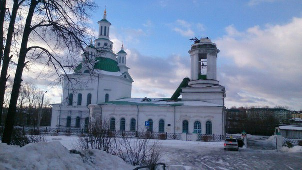 church collapses russia, spire church collapses russia, orthodox church looses spire russia, Holy Trinity Orthodox Cathedral Alapaevsk collapses
