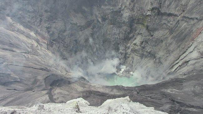 lagoon ubinas volcano, lagoon discovered at ubinas volcano, ubinas volcano lagoon, small lake forms at ubinas volcano, small lagoon ubinas volcano peru