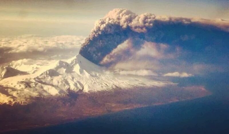 pavlov eruption march 27 2016, pavlov eruption march 27 2016 alaska, alaka pavlov eruption march 27 2016, pavlof volcano erupts easter, pavlov eruption march 27 2016 pictures