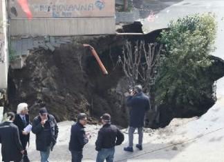 sinkhole afragola italy march 2016, giant sinkhole italy march 2016, sinkhole afragola italy march 2016 photo, sinkhole afragola italy march 2016 video