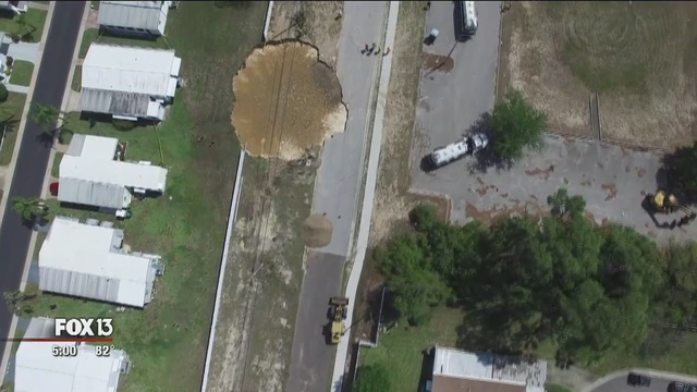 tarpon springs sinkhole, sinkhole tarpon springs, tarpon springs sinkhole pictures, tarpon springs sinkhole video, tarpon springs sinkhole pictures and videos, giant tarpon springs sinkhole, tarpon springs sinkhole florida, tarpon springs sinkhole march 2016, tarpon springs sinkhole march 2016 florida, florida sinkhole march 2016