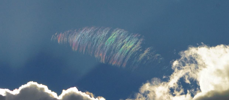 strange iridescent cloud, strange feather-like iridescent cloud, strange rainbow cloud, beautiful rainbow cloud warwick australia, feather-like iridescent cloud australia