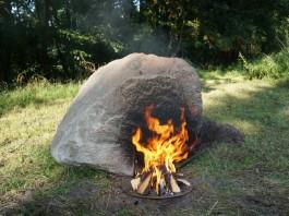 wifi survival keepalive, wilderness wifi, survival wifi, stone survival wifi, stone wifi fire, fire this stone to get wifi, wifi stone survival apocalypse, Project Keepalive by Aram Bartholl