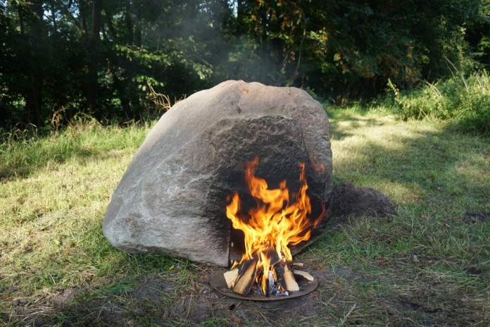 wifi survival keepalive, wilderness wifi, survival wifi, stone survival wifi, stone wifi fire, fire this stone to get wifi, wifi stone survival apocalypse, Project Keepalive by Aram Bartholl