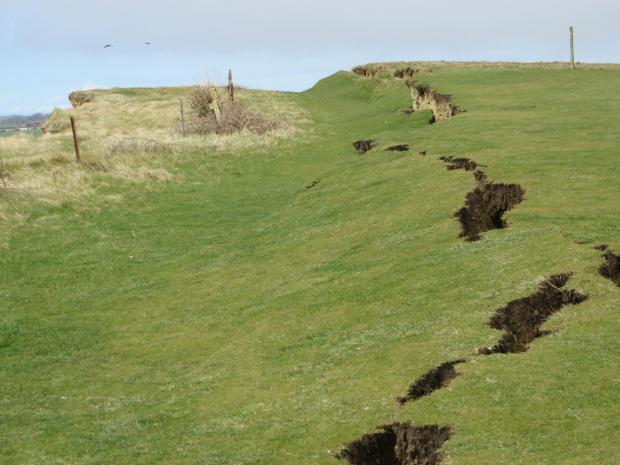 crack dorset jurassic coast, crack dorset jurassic coast pictures, crack dorset jurassic coast videos, gisnt crack dorset uk april 2016