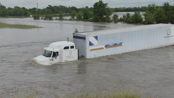 flooding texas houston, flooding texas houston pictures, flooding texas houston video, flooding texas houston april 2016 picture and video, houston flash floods april 2016, houston flooding april 2016