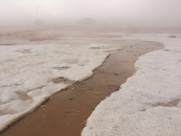freak hailstorm saudi arabia shelf cloud, freak hailstorm saudi arabia april 2016, freak hailstorm saudi arabia pictures, saudi arabia hail april 6 2016, saudi arabia hail april 6 2016 pictures, photos of saudi arabia hail april 6 2016