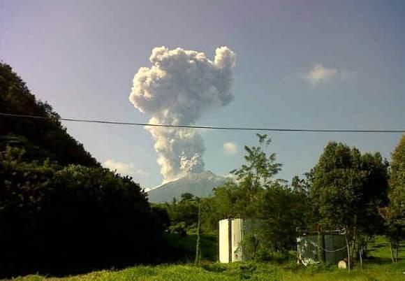 Kerinci volcano, kerinci volcano earthquake swarm april 2016, kerinci volcano eruption april 2016, volcanic unrest april 2016, volcanoes along rin of fire, ring of fire volcanic activity, enhanced volcanic activity worldwide