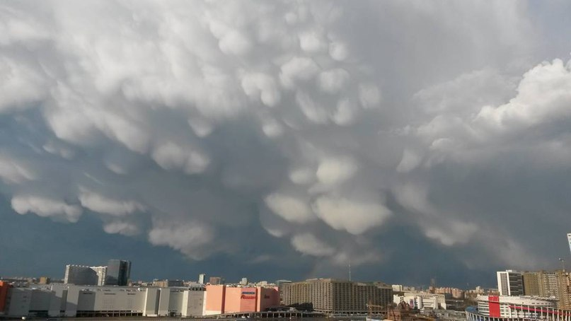 mammatus clouds moscow, mammatus moscow, mammatus clouds moscow april 20 2016, mammatus clouds moscow pictures, mammatus cloud invasion moscow april 20 2016, mammatus invasion moscow
