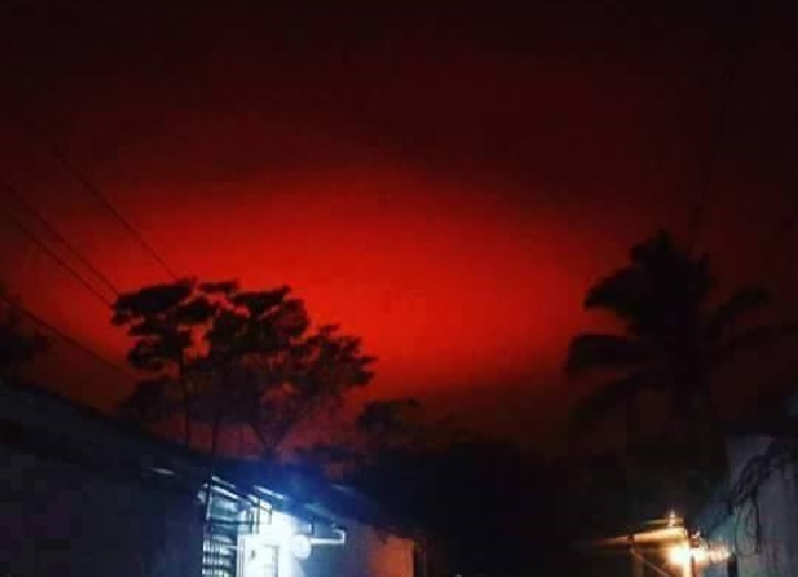 mysterious blood red sky el salvador, mysterious blood red sky el salvador pictures, mysterious blood red sky el salvador video, mysterious blood red sky el salvador april 17 2016, mysterious blood red sky el salvador april 17 2016 pictures and videos