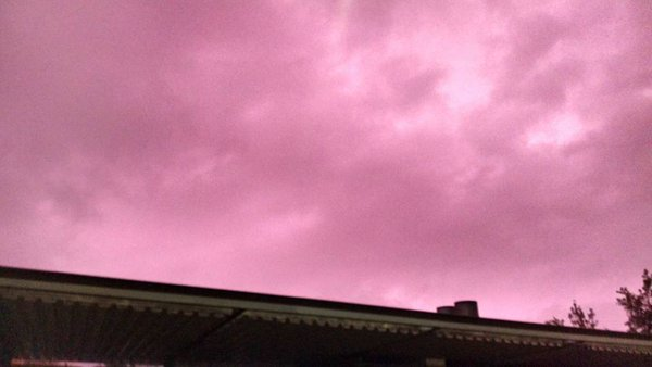 purple sky santiago chile, Mysterious purple sky over Santiago de Chile video pictures, sky turns puerple over santiago de chile, purple sky april 23 2016, purple sky pictures santiago chile, purple sky video santiago chile, sky purple santiago de chile, why sky turns purple, why is sky purple,