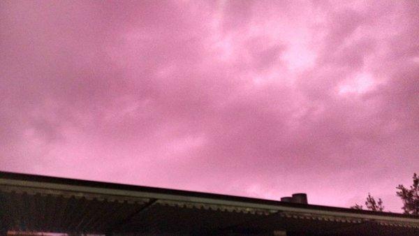 purple sky santiago chile, Mysterious purple sky over Santiago de Chile video pictures, sky turns puerple over santiago de chile, purple sky april 23 2016, purple sky pictures santiago chile, purple sky video santiago chile, sky purple santiago de chile, why sky turns purple, why is sky purple,