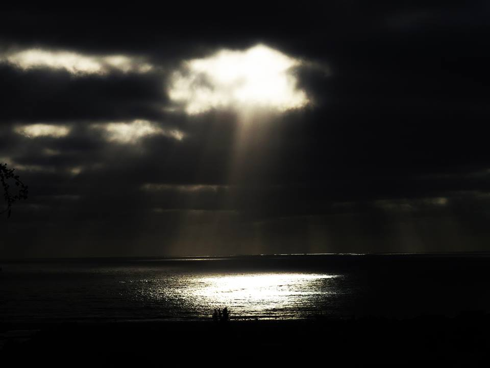 sun ray photo, awesome sun ray, sun ray, sun rays reflect in ocean, ocean and sun rays picture, sun rayss, sun rays
