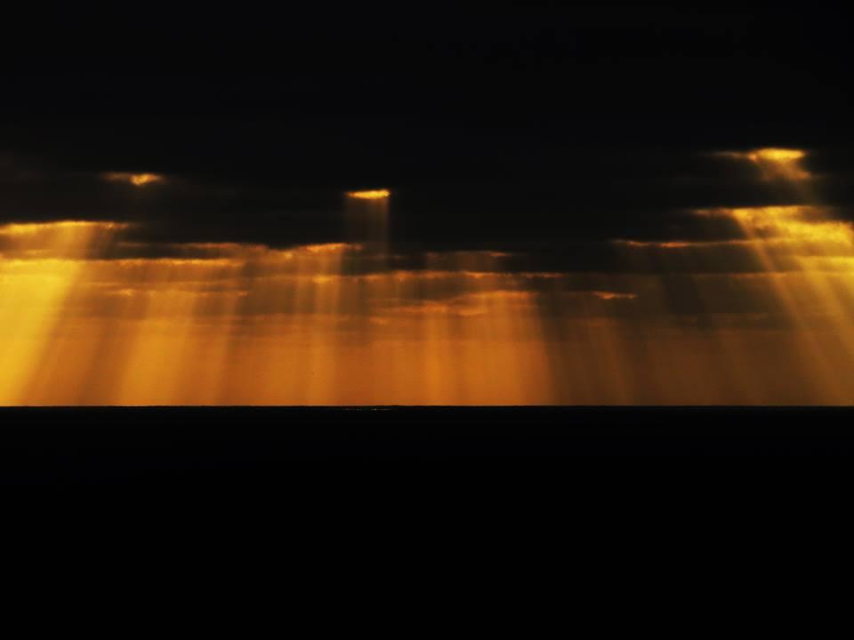 sun ray photo, awesome sun ray, sun ray, sun rays reflect in ocean, ocean and sun rays picture, sun rayss, sun rays