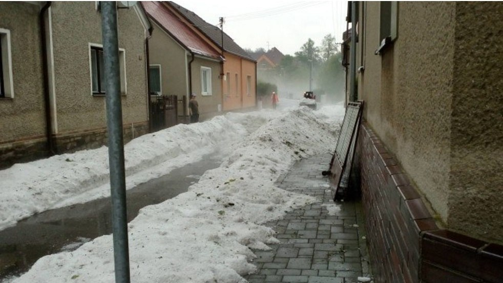 Anomalous hailstorm Czech Republic, hailstorm Czech Republic, hailstorm Czech Republic may 23 2016, hailstorm Czech Republic may 2016, hailstorm Czech Republic pictures, hailstorm Czech Republic videos