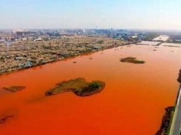 blood red river china, chinese river turns blood red, blood red water river china, chinese river red water, river blood red water, blood red water may 2016, blood red river china video may 2016