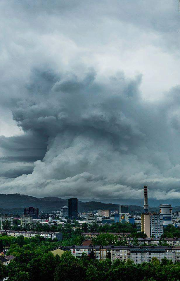 gigantic cloud volcano slovenia, gigantic cloud volcano slovenia picture, gigantic cloud volcano slovenia, four horsemen apocalypse cloud slovenia, giant cloud slovenia, 4 Horsemen of the Apocalypse cloud