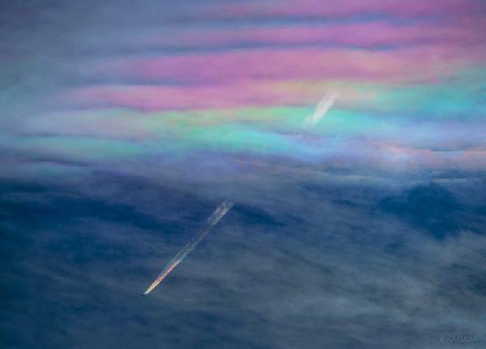 iridescent cloud japan may 2016, iridescent contrail plane japan may 2016, contrail rainbow, chemtrail rainbow, plane rainbow trail picture japan, iridescent cloud contrail rainbow japan