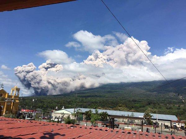 massive eruption volcan de fuego may 18 2016, eruption volcan de fuego, eruption volcan de fueago guatemala, eruption volcan de fueago guatemala may 2016, eruption volcan de fueago guatemala may 18 2016, eruption volcan de fueago guatemala pictures, eruption volcan de fueago guatemala video, eruption volcan de fueago guatemala may 18 2016 photo, eruption volcan de fueago guatemala may 18 2016 video