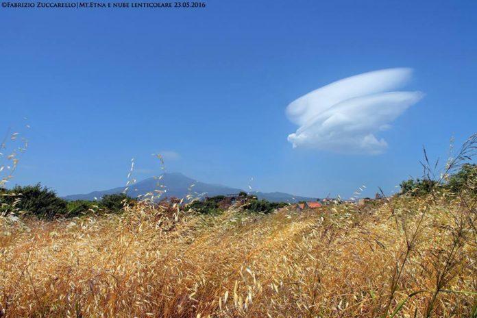 phoenix etna eruption lenticular cloud, phoenix appears at etna volcano, etna volcano eruption phoenix, phoenix at etna eruption may 2016, phoenix etna eruption may 2016