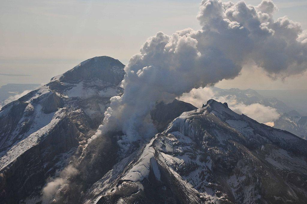 redoubt volcano, redoubt volcano eruption, redoubt volcano earthquake, redoubt volcano M4.7 earthquake may 1 2016, earthquake redoubt volcano may 1 2016, earthquake iliamna volcano may 1 2016, M4.7 earthquake strikes alaska volcano, redoubt and iliamna volcanoes struck by earthquake may 1 2016