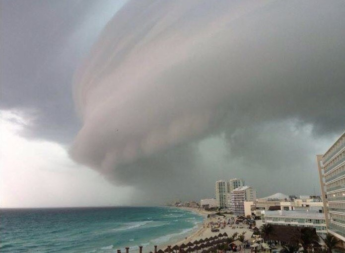 Mysterious clouds appear over Cancun, Mexico Shelf-cloud-cancun