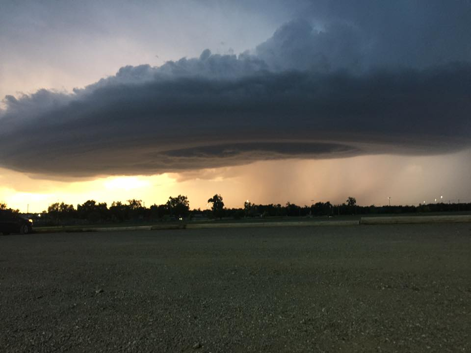supercell mothership oklahoma may 13 2016, supercell oklahoma sunset, insane mothership supercell sunset oklahoma, oklahoma supercell may 13 2016, freaky cloud oklahoma may 13 2016, supercell oklahoma, speceship supercell oklahoma, mothership supercell may 13 2016