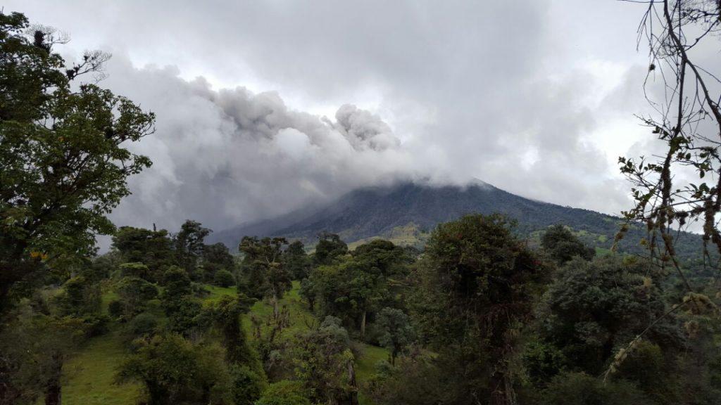 turrialba eruption, Volcanologists believe Turrialba is trending towards greater activity, turrialba eruption may 2016, turrialba eruption pictures, turrialba eruption video