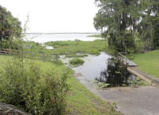 alligator lake drained by sinkhole florida, alligator lake, alligator lake disappears florida, sinkhole drains alligator lake florida, sinkhole drains alligator lake in florida june 2016