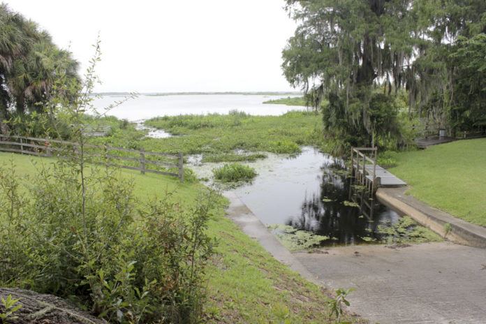 alligator lake drained by sinkhole florida, alligator lake, alligator lake disappears florida, sinkhole drains alligator lake florida, sinkhole drains alligator lake in florida june 2016