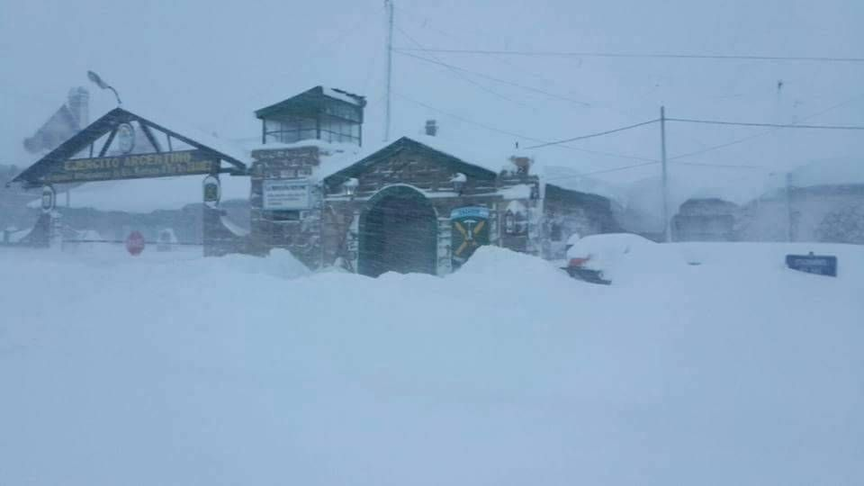 anomalous snowstorm argentina, anomalous snowstorm argentina june 2016, anomalous snowstorm argentina photo, anomalous snowstorm argentina june 2016 photo, anomalous snowstorm argentina video, worst snowfall in 30 years in argentina, record snow argentina, Temporal en Alta Montaña: se levantó parcialmente la suspensión de clases Sigue la alerta roja en la Montaña: 2 metros de nieve y 20 grados bajo cero. Está cerrado el túnel internacional