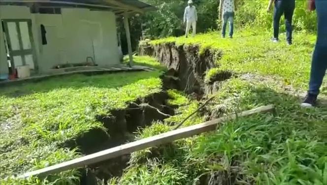 crack panama bocas del toro, Grieta en la tierra afecta a seis familias en Bocas del Toro giant crack panama, crack appears in panama, bocas del toro crack