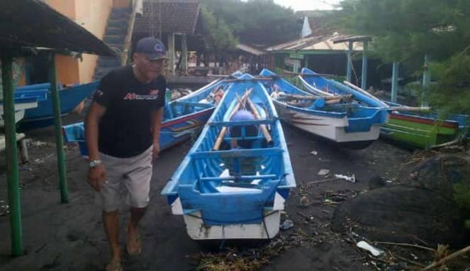 unusual tidal wave mini tsunami indonesia june 2016, unusual tidal wave indonesia june 8 2016, tidal wave june 8 2016 video, mini tsunami indonesia june 2016 video, tsunami java june 2016 video