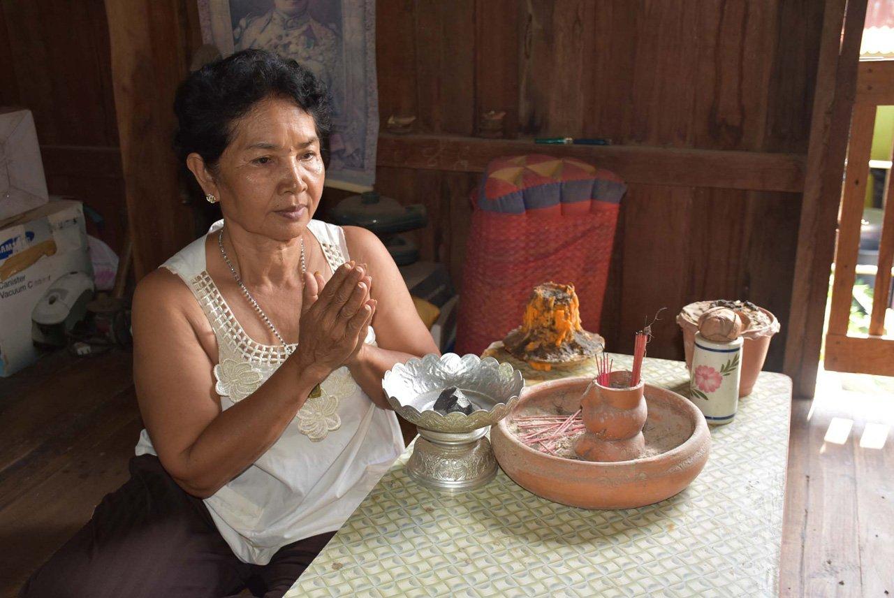meteorite thailand, meteorite crashes on house in thailand, thailand meteorite, 'Meteorite' crashes through thailand house roof, meteorite thailand crashes through roof, thailand meteorite crashes roof thailand