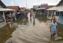 mini tsunami tidal wave java indonesia june 2016, unusual tidal wave mini tsunami indonesia june 2016, unusual tidal wave indonesia june 8 2016, tidal wave june 8 2016 video, mini tsunami indonesia june 2016 video, tsunami java june 2016 video
