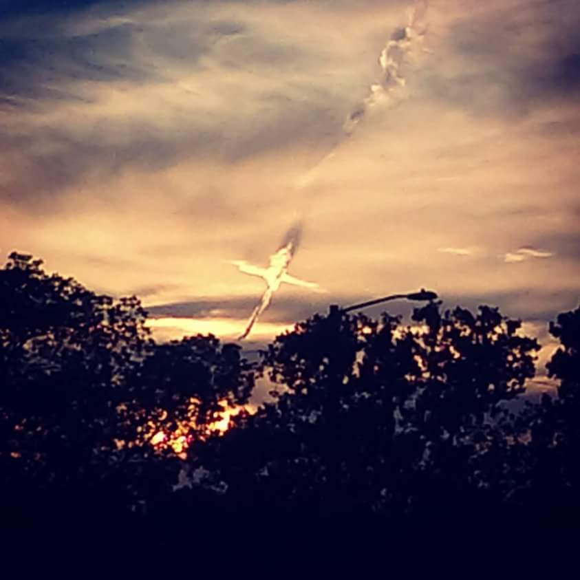 mysterious cross sky oldsmar florida, mysterious cross sky oldsmar florida june 2016, mysterious cross sky oldsmar florida picture june 2016, cross appears in the sky of oldsmar florida, cloud ressembling cross over florida, cross sky florida, cross forms sky florida june 2016, cross florida sky june 2016