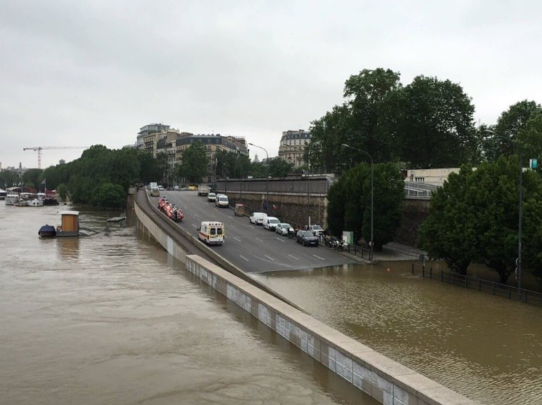 paris floods, paris floods june 2016, paris floods picture 2016, paris flooding 2016, paris flooding june 2016 photo