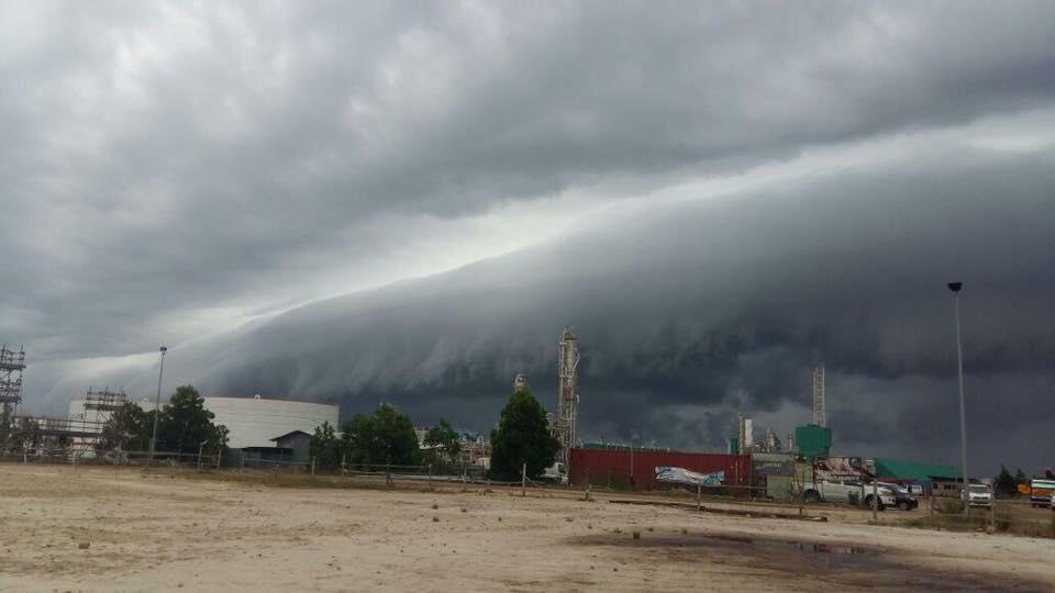 étagère nuage malaisie, étagère nuage sabah malaisie, terrifiant plateau nuage sabah malaisie juin 2016, Creepy étagère nuage engloutit Sabah Malaisie