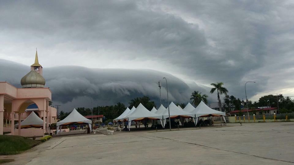 shelf cloud malaysia, shelf cloud sabah malaysia, terrifying shelf cloud sabah malaysia june 2016, Creepy shelf cloud engulfs Sabah Malaysia