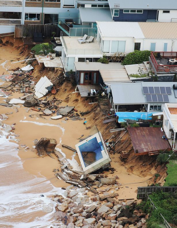 Deadly storms slam australia 39 s east coast giant waves for Pool show sydney 2016