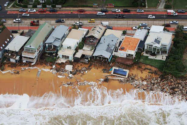 storm australia, storm australia east coast, storm australia giant wave june 2016, storm australia giant waves destroy properties, giant waves destroy australian east coast june 2016, weather bomb australia june 2016, sydney weather apocalypse june 2016